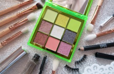 Huda Beauty Neon Green Obsessions
